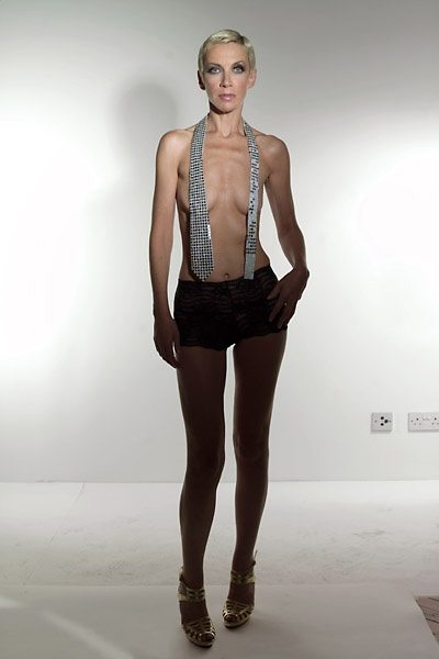 Gallery-Annie-Lennox-Bare-Era-Photographs-49